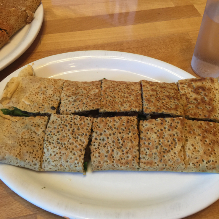 Vegan user review of Delicious Crepes Bistro in Santa Clara. Garden vegan crepe with mushrooms spinach tomatoes and peppers #food #dinner #restaurant