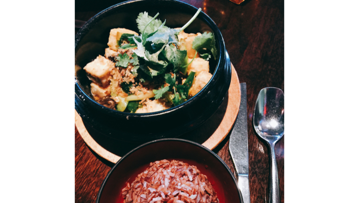 Vegan user review of Osha Thai Restaurant and Lounge on Third Street in San Francisco. Vegetable Clay Pot with brown rice #meal #dinner
