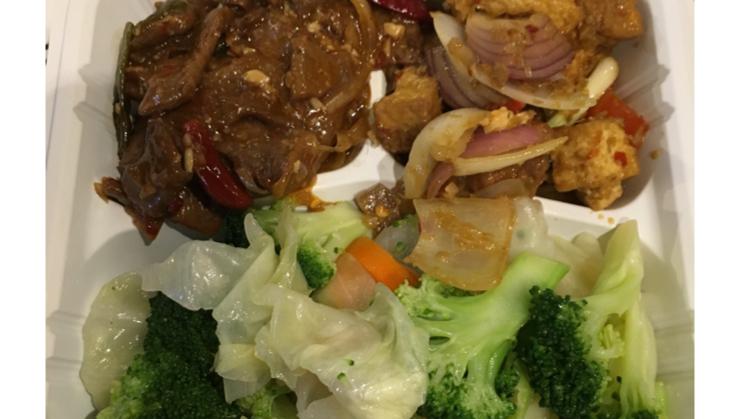 Vegan user review of Loving Hut in Santa Clara. Mongolian wonder, lemongrass tofu, steamed veggies #dinner #restaurant