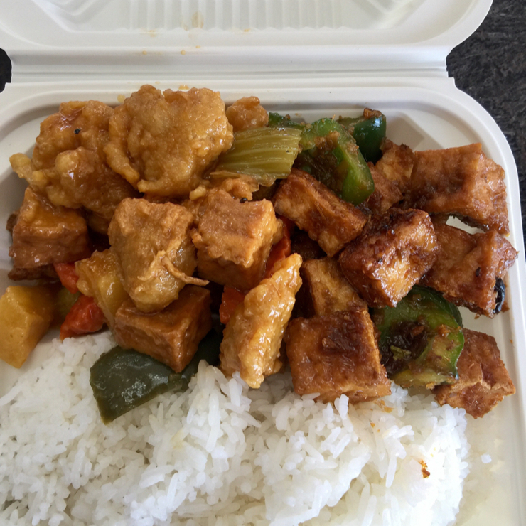 Vegan user review of dong Phuong tofu in San Jose. Rice 🍚 plate with lemongrass tofu and soy protein chunks. Very flavorful. Only $6.50 #food #lunch #restaurant