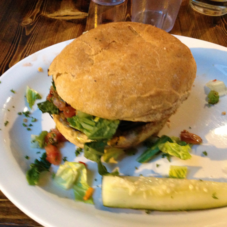 Vegan user review of Native Foods Cafe in Chicago. Scorpion burger 🍔 Tempeh patty with avocado, lettuce and tomatoes 🍅 #food #dinner #restaurant