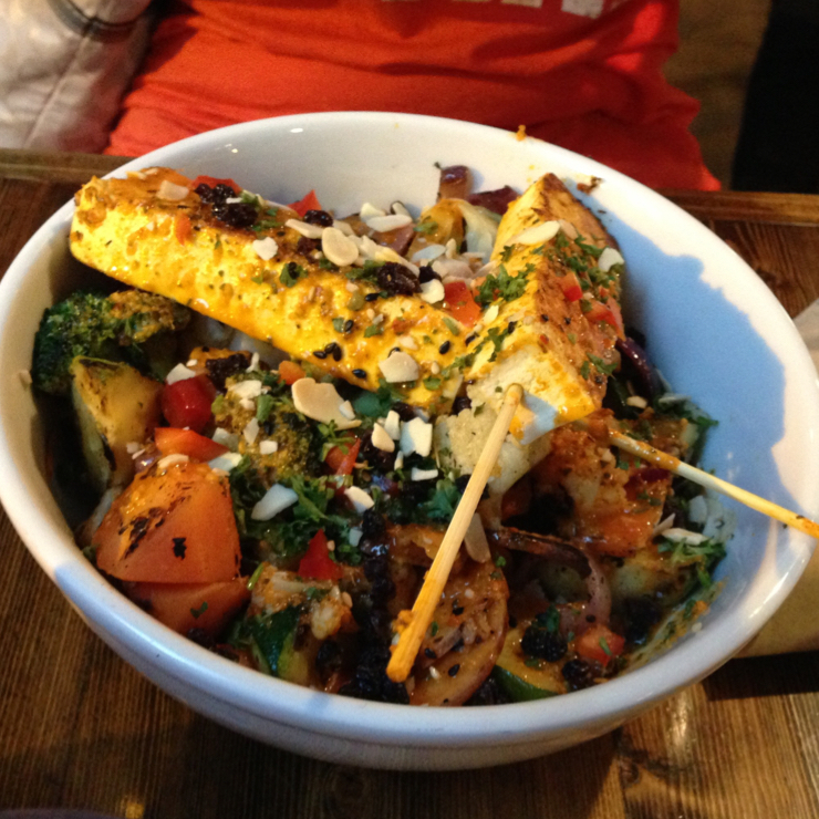 Vegan user review of Native Foods Cafe in Chicago. Moroccan bowl Salad with marinated tofu strips and quinoa salad. #food #dinner #restaurant