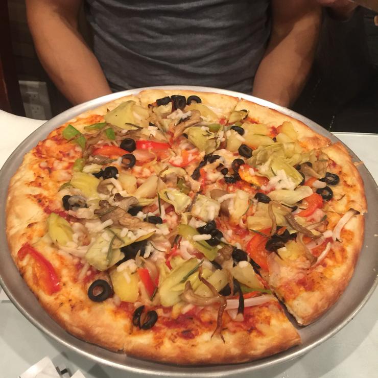 Vegan user review of DiLac Vegetarian Cuisine in San Jose. Vegan pizza 🍕 with mozzarella (vegan version) and veggies.