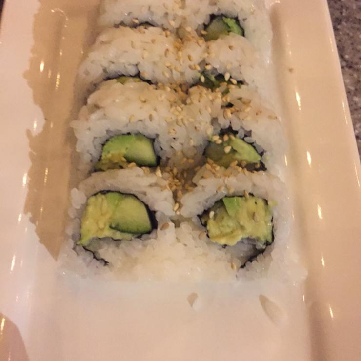 Vegan user review of Mikuni Japanese Restaurant & Sushi Bar in Fair Oaks. Avo-kyu roll (avocado and cucumber)