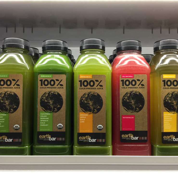 Vegan user review of Earthbar in Los Angeles Airport (LAX). Healthy juices at LAX