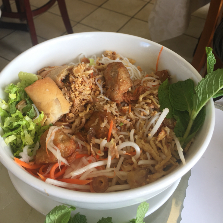 Vegan user review of Green Lotus in San Jose. Combination vermicelli bowl with light dressing.