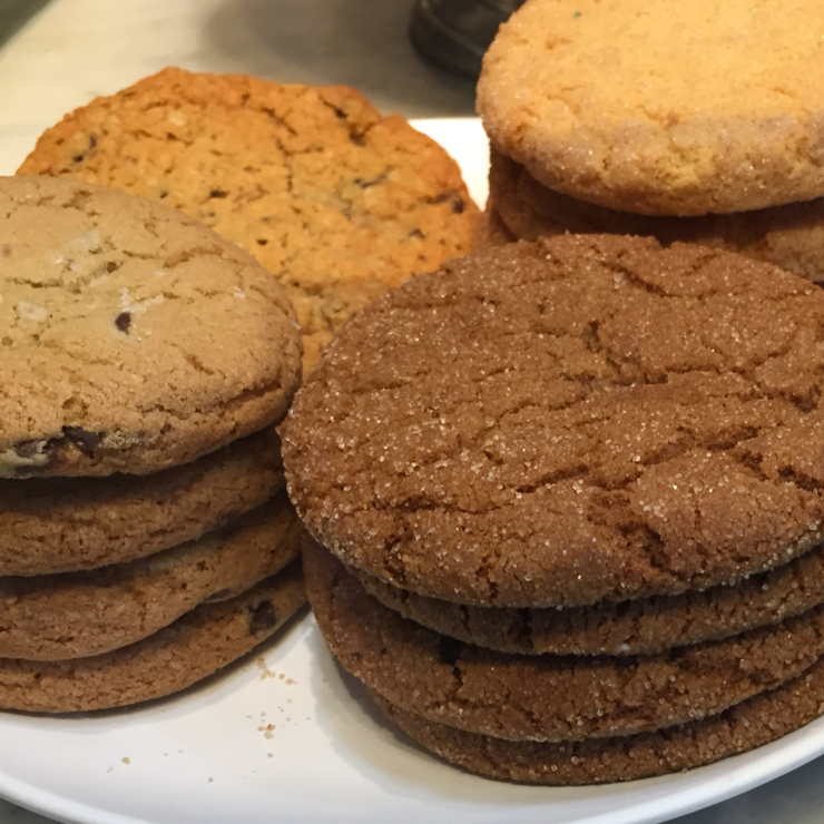 Vegan user review of Peet's Coffee in Cupertino. Vegan ginger, chocolate chip, and oatmeal cookies.