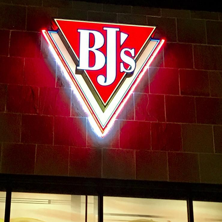 Vegan user review of BJ's Restaurant & Brewhouse in San Jose.