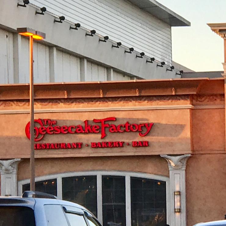 Vegan user review of The Cheesecake Factory in Santa Clara.