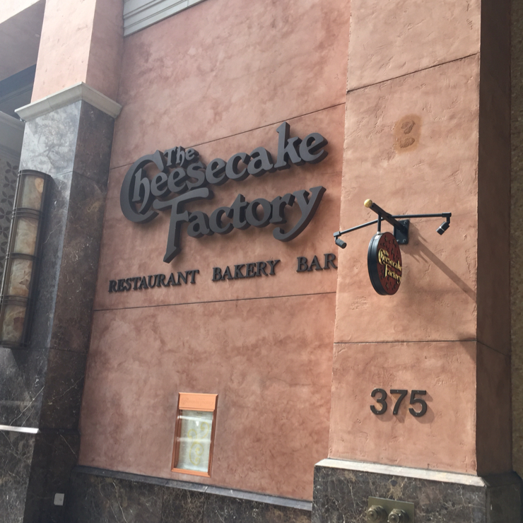 Vegan user review of The Cheesecake Factory in Palo Alto.