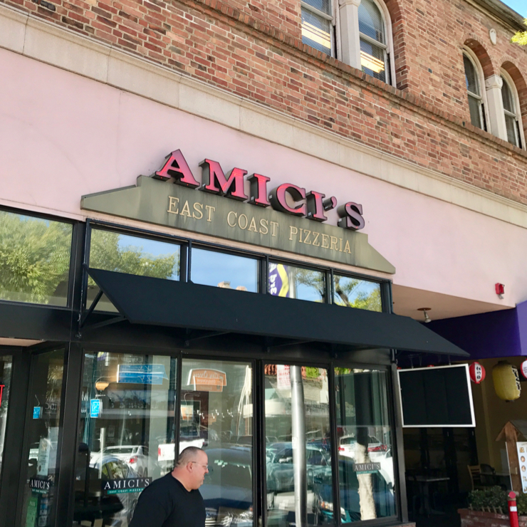 Vegan user review of Amici's East Coast Pizzaria in San Mateo.