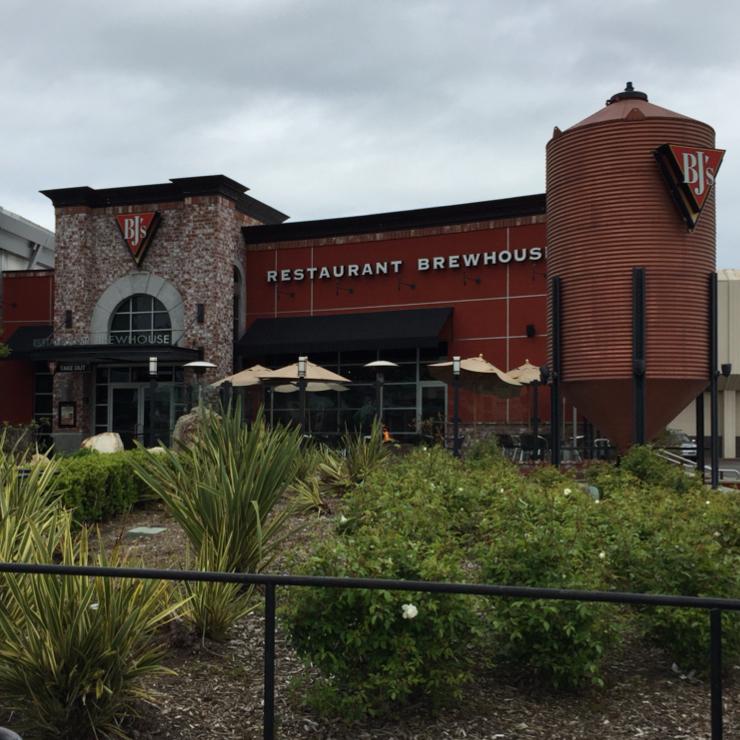 Vegan user review of BJ's Restaurant & Brewhouse in San Bruno.