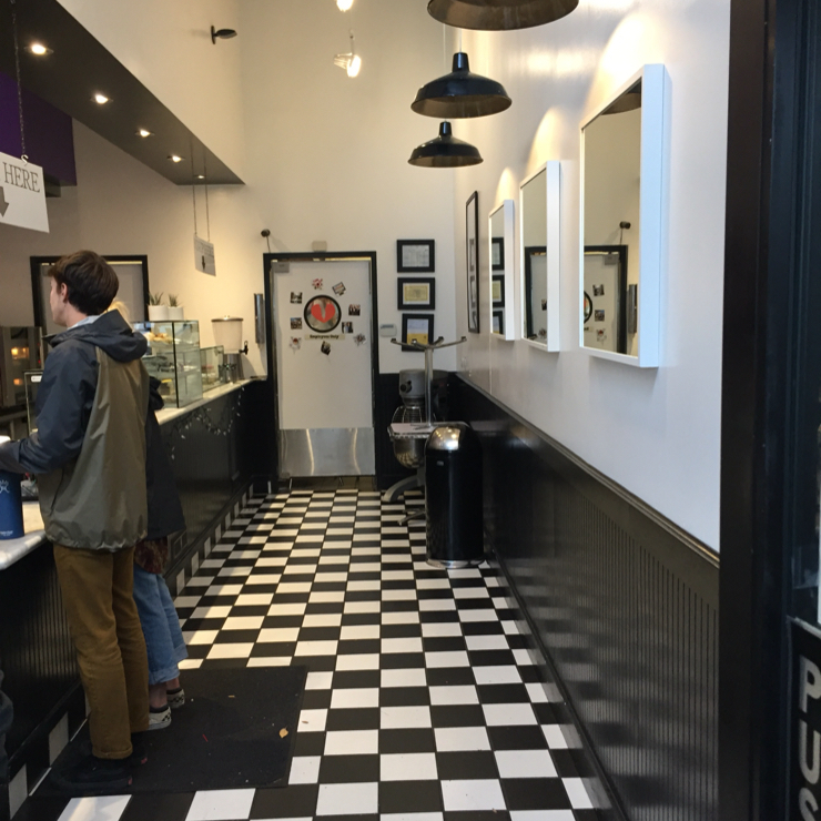 Vegan user review of Cinnaholic in Berkeley.