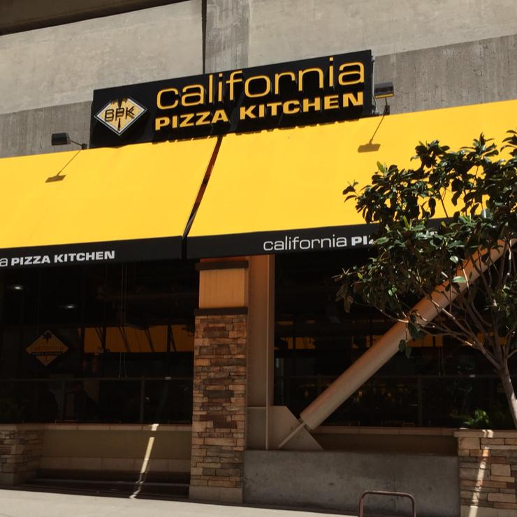Vegan user review of California Pizza Kitchen in San Francisco.