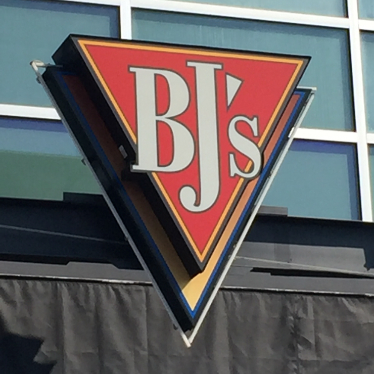 Vegan user review of BJ's Restaurant & Brewhouse in Brentwood.