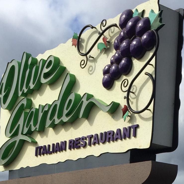 Vegan user review of Olive Garden Italian Restaurant in Salinas.