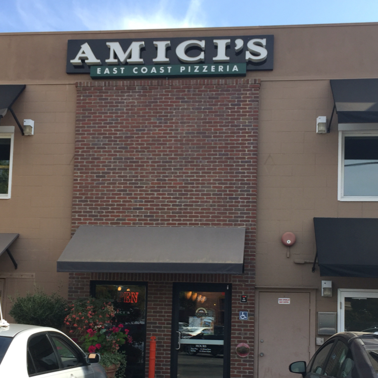 Vegan user review of Amici's East Coast Pizzeria in Menlo Park.