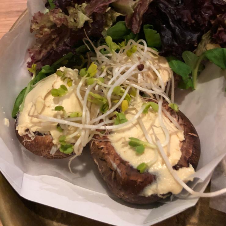Vegan user review of Estilo Veggie in Buenos Aires. Raw mushrooms filled with cashew cream