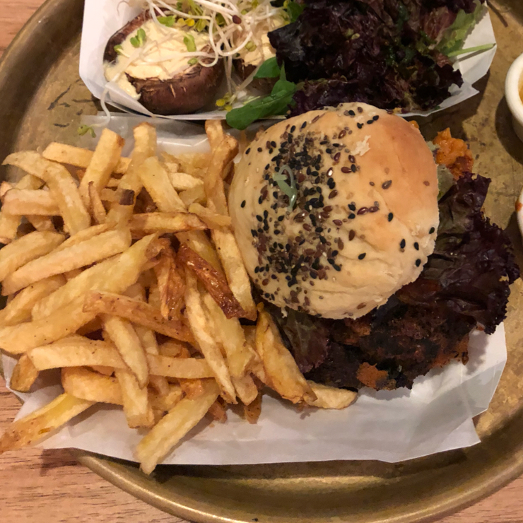 Vegan user review of Estilo Veggie in Buenos Aires. House made Black bean (double patty)burger with fries.