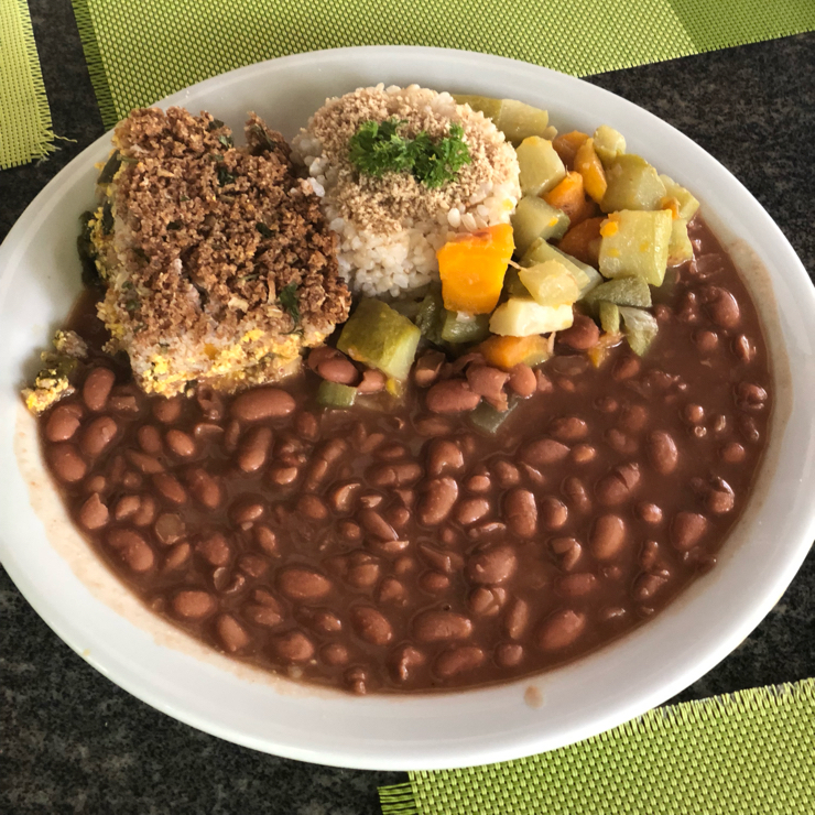 Vegan user review of Vegana Chacara in Rio de Janeiro. Lunch plate with traditional Brazilian food. Kibbe, fejao, and rice.
