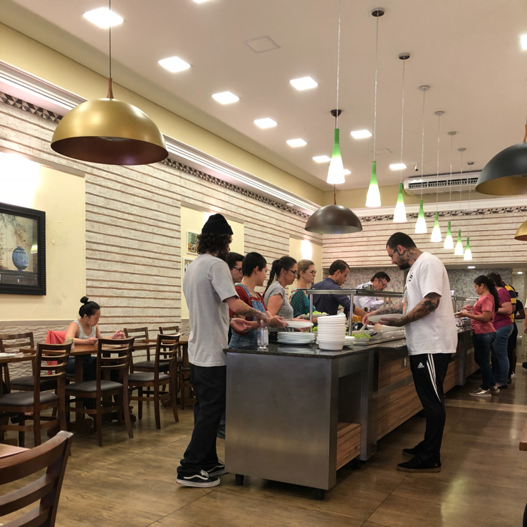 Vegan user review of Loving Hut Jardins in São Paulo. Nice to see a line at the buffet at Loving hut