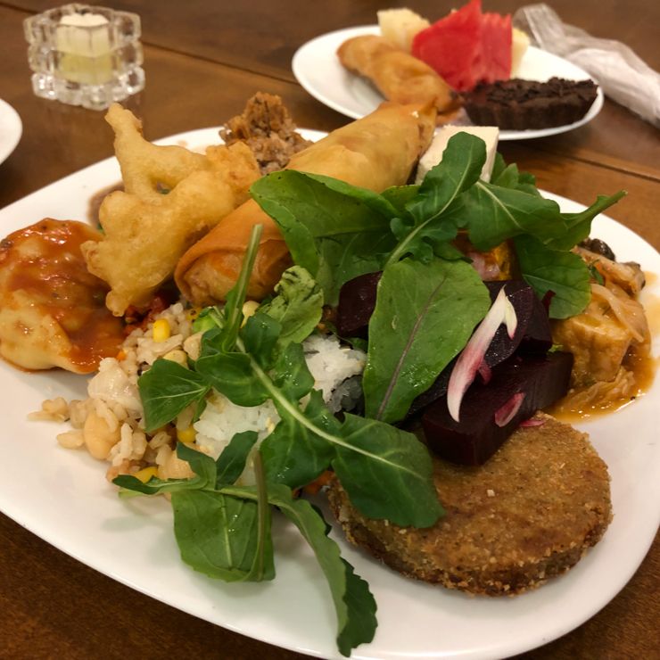 Vegan user review of Loving Hut Jardins in São Paulo. A sampling of the buffet. Somewhere buried in the pile is sushi.