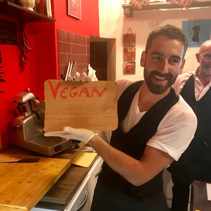 Vegan user review of Mangiapepe in Firenze. Amazing vegan sandwiches made by and enterprising store owner.
