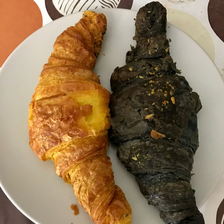 Vegan user review of Ratatouille in Turin. Turmeric and charcoal croissant. This is an excellent vegan bakery.