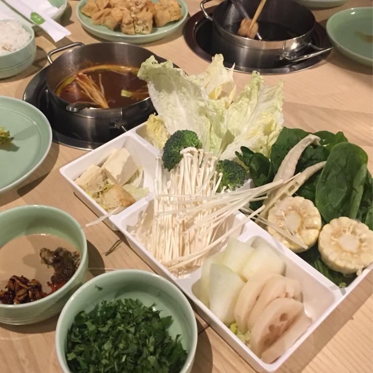 Vegan user review of Mumu Hot Pot in Sunnyvale. Fresh veggie toppings