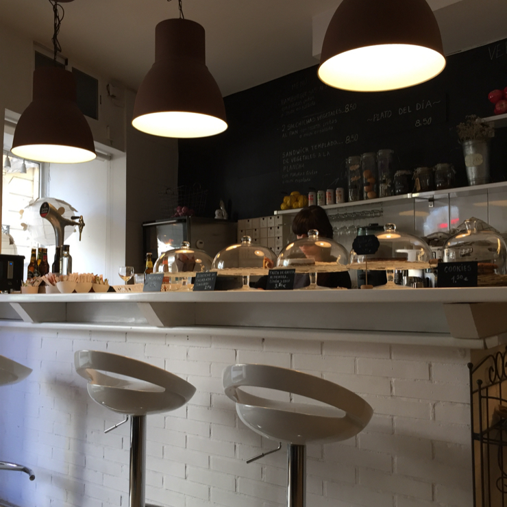 Vegan user review of Punto Vegano in Madrid. Nice place and good food.