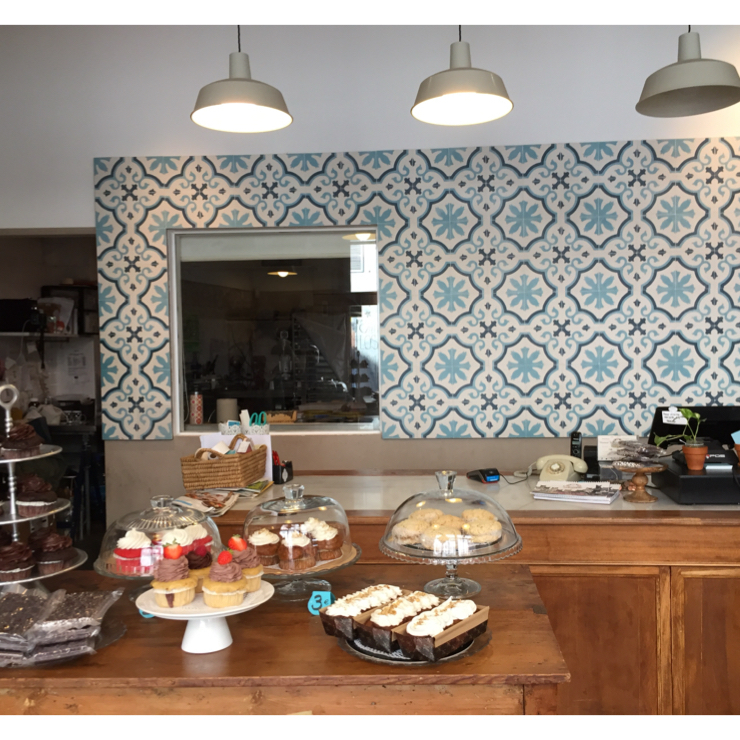 Vegan user review of La Besneta in Barcelona. everything is vegan: Cupcakes, cakes, muffins with some gluten free options.