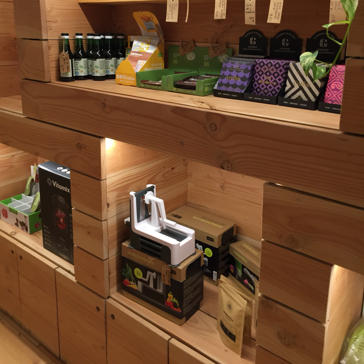 Vegan user review of Bionectar in Girona. Raw food, store, and classroom