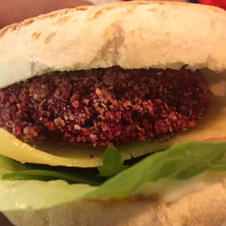 Vegan user review of La Trocadero in Barcelona. Very nice quality and fresh tasting vegan burger.