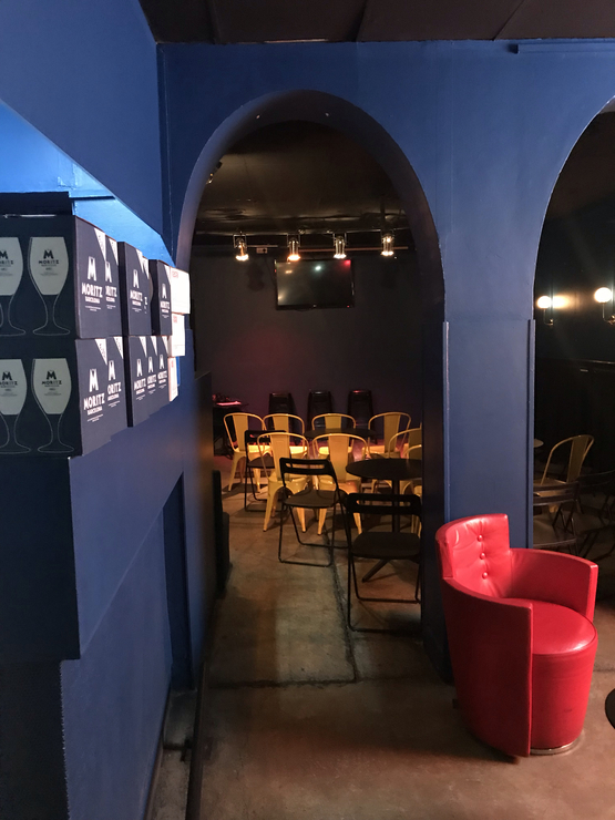 Vegan user review of Bar de Retro in Barcelona. A vegan bar with a great selection of alcohol and a somewhat limited selection of vegan food. The hot dog was pretty decent.