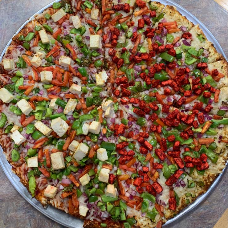 Vegan user review of Bossman's Pizza in San Jose. Vegan tandoori chicken pizza 🍕 amazing 😉 😋